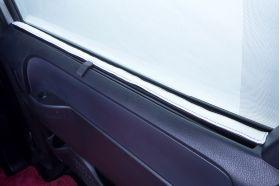アクセントラインセット 80NOAH&VOXY&ESQUIRE専用 ブラック×ホワイト 後部ドア